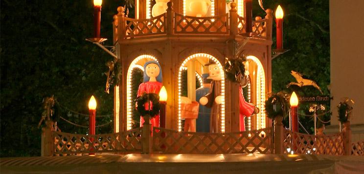 weihnachtspyramiden erzgebirgische volkskunst holzspielwaren. Black Bedroom Furniture Sets. Home Design Ideas